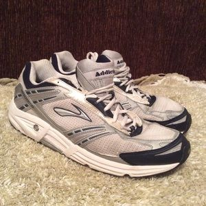 Brooks Addiction 9 Men's Running Shoe Sz 10.5